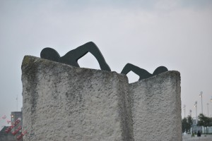 Two statues symbolizing Cross Channel Swimmers